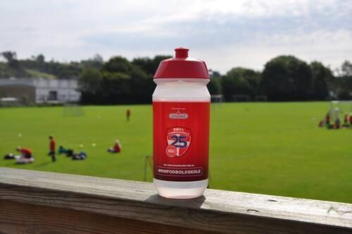 Dbu%20fodboldskole%2025%20%c3%a5r%20drikkedunk