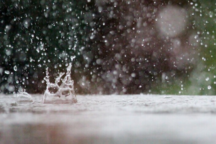 Drop_of_water_rain_table_weather_raindrop_nature_inject_drip-700326