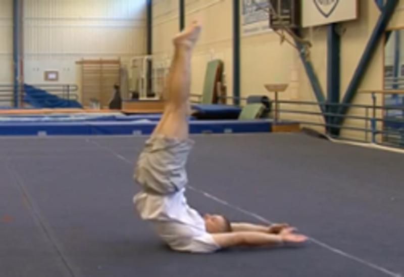 Exercici per a les cames i la mobilitat del maluc i l'engonal