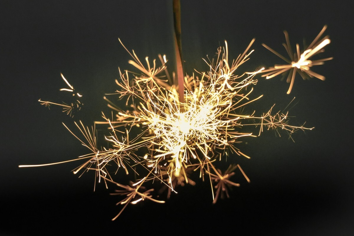Sparkler_firework_light_spark-15548