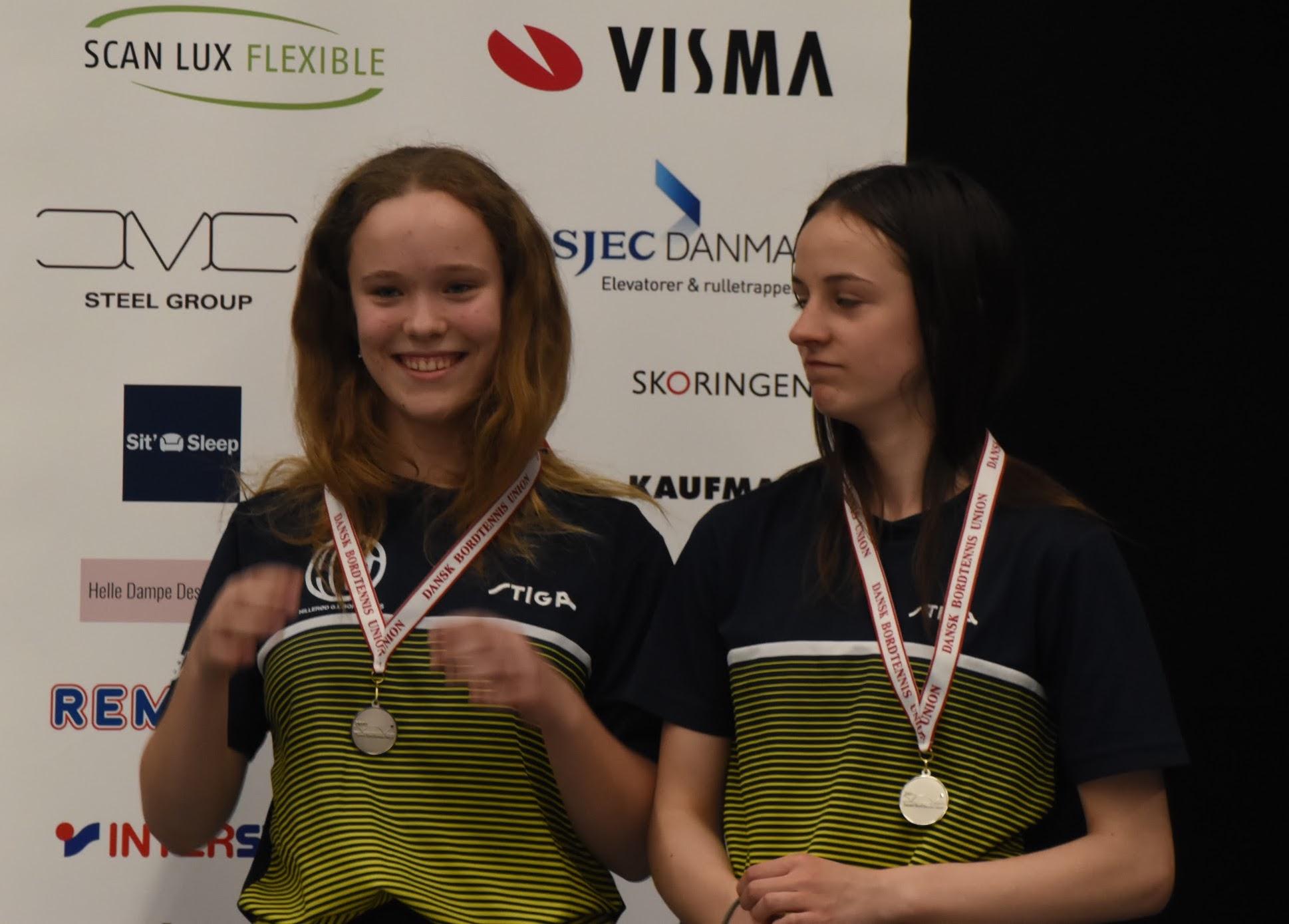 e2ab848b748e Rebecca og Laura vandt sølv i Pige Double