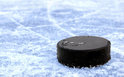 Hockey-puck-black-ice-2560x1600