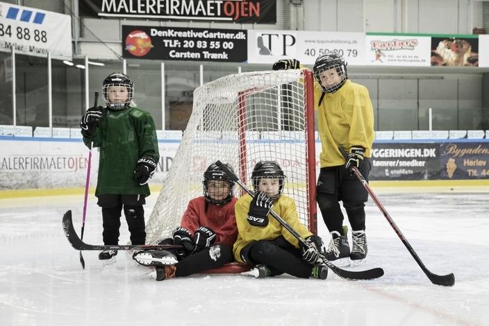 Ishockey_2-1700x1140